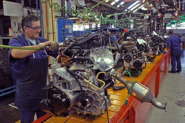 La crisis de las automotrices se extiende y proveedores estudian suspensiones