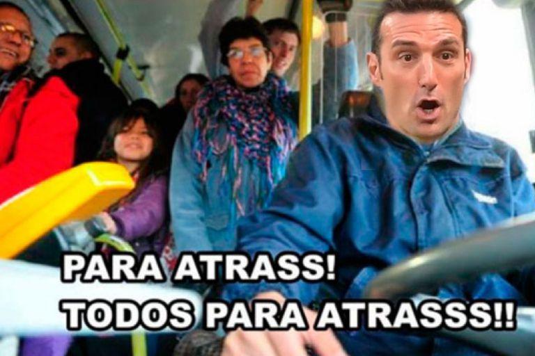 Aunque la selección argentina le ganó a Paraguay y se clasificó a los cuartos de final del torneo, los hinchas volvieron a criticar el planteo del entrenador