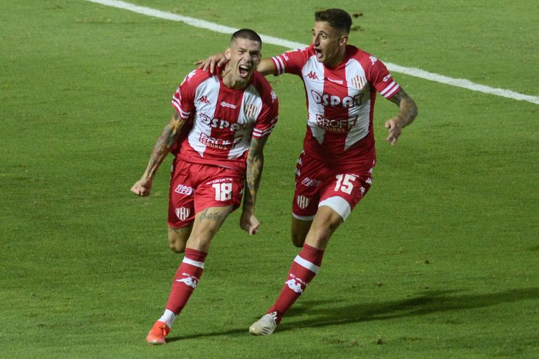Nicolás Peñailillo (18), de Unión de Santa Fe, festeja su gol frente a Boca; el chileno vive... corriendo
