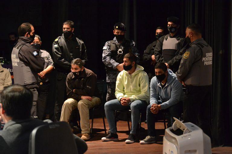 Los Guerrero, frente al tribunal, al escuchar la sentencia en su contra.