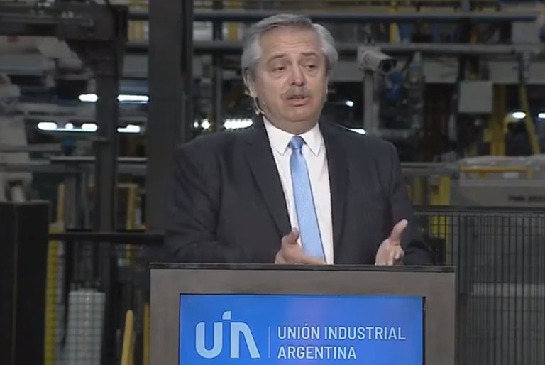 Alberto Fernández durante el acto de la UIA por el Día de la Industria