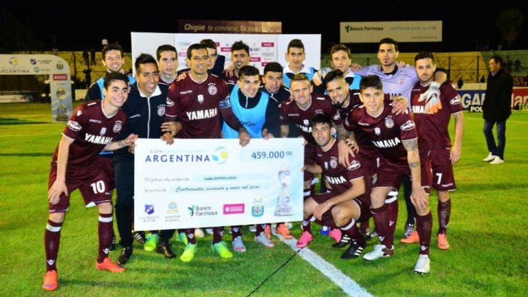 Lanús avanzó con susto en su debut en la Copa Argentina