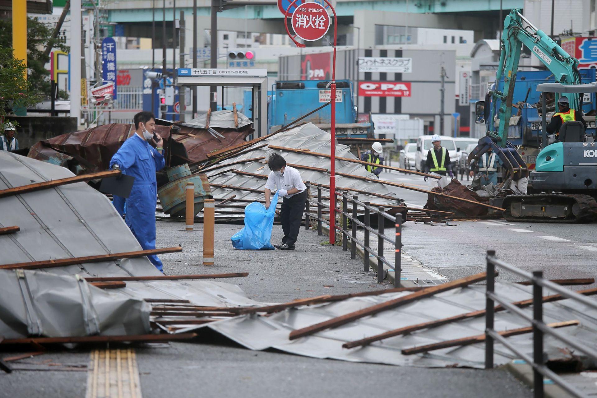 Hasta la mañana del lunes, alrededor de medio millón de residencias japonesas seguían sin servicio eléctrico.