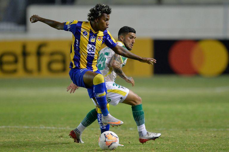 Defensa sufrió una dura derrota en Ecuador y complicó sus chances en la Copa