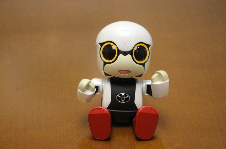 Kirobo Mini mide 10 centímetros y guarda la misma relación, entre su torso y sus piernas, que un bebé