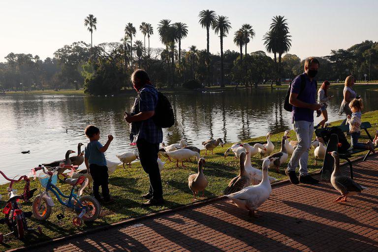 En la Argentina, el porcentaje de menores contagiados es hasta nueve veces mayor que en otros países