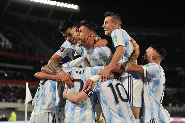 En un partidazo, la Argentina goleó 3-0 a Uruguay en el Monumental