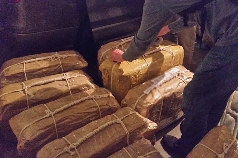 También fue detenido un exintegrante del servicio diplomático ruso, que habría sido quien facilitó el ingreso de las valijas con cocaína al edificio anexo de la embajada de Rusia en Buenos Aires