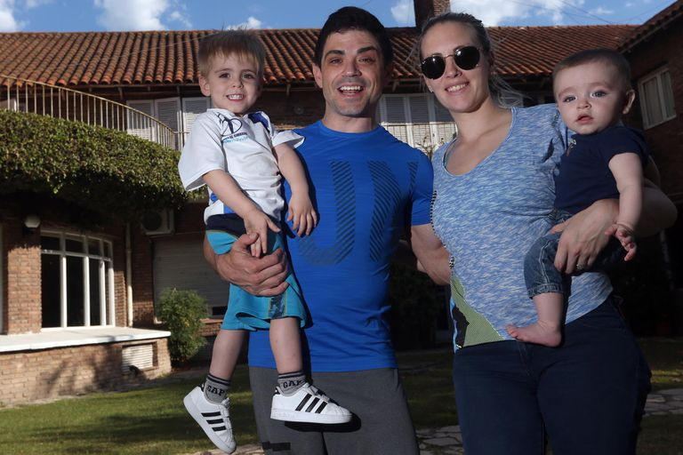 Molinari junto a su familia: Valentino, Paula Cancio y Ciro