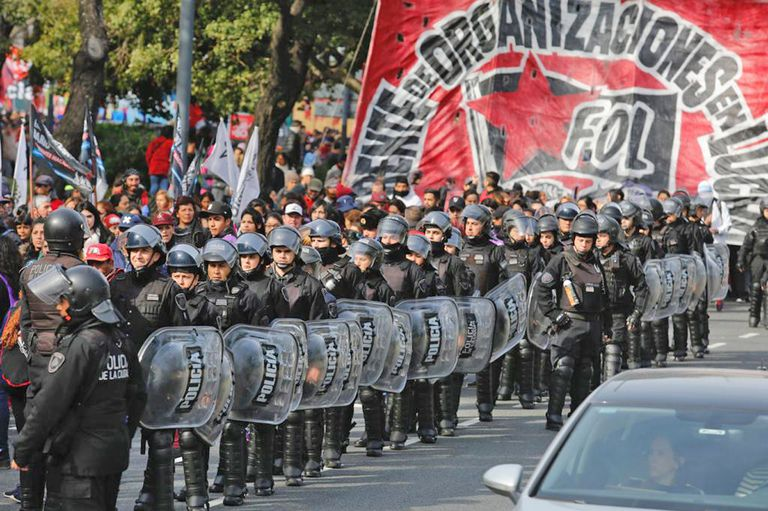 Marchas y ollas populares: organizaciones sociales se movilizan a Plaza de Mayo