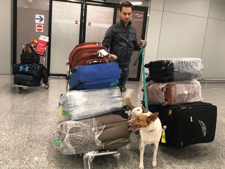 Antes del viaje la familia se despojó de todo: solo llevaron dos valijas y un carry on cada uno, y el perro