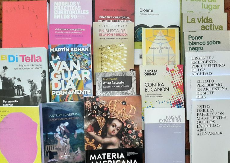 El arte tiene quien le escriba: un aluvión de publicaciones que trajo la pandemia