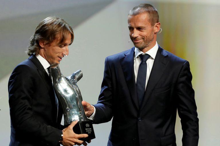 Modric llegó en helicóptero a recibir su premio: es el mejor de Europa