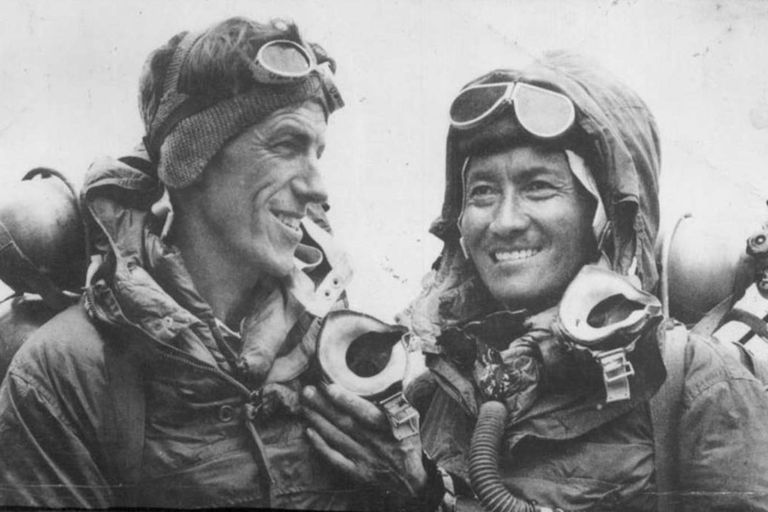 Edmund Hillary y Tenzing Norgay, los primeros hombres en llegar a la cima del Everest, en 1953