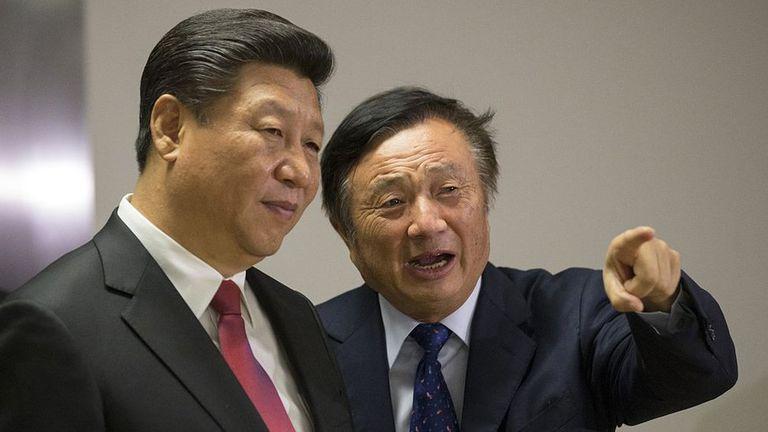 Ren, en esta imagen junto al presidente chino, Xi Jinping, negó haber recibido ninguna solicitud de espionaje por parte del gobierno de su país.