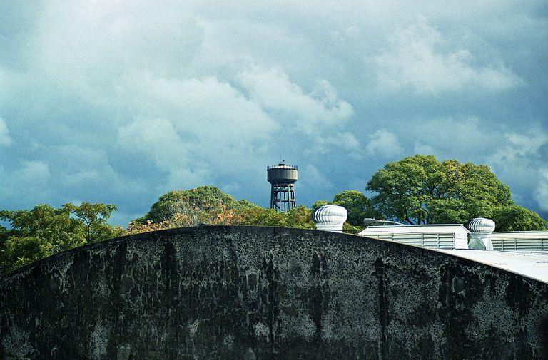 A lo lejos. Un tanque de agua en el horizonte de Facu Reyes
