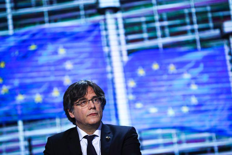 Italia libera al expresidente catalán, pero le ordena permanecer en Cerdeña