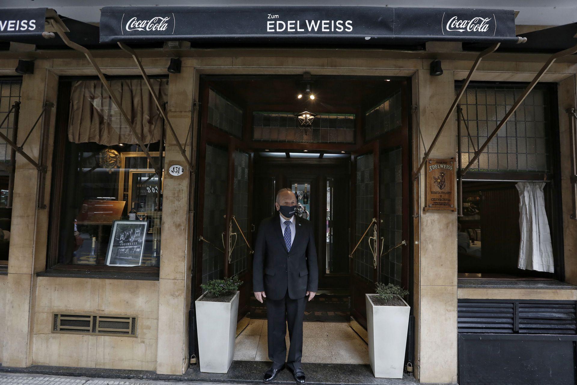 Gustavo Tiocrito, el encargado de Edelweiss hace 28 años