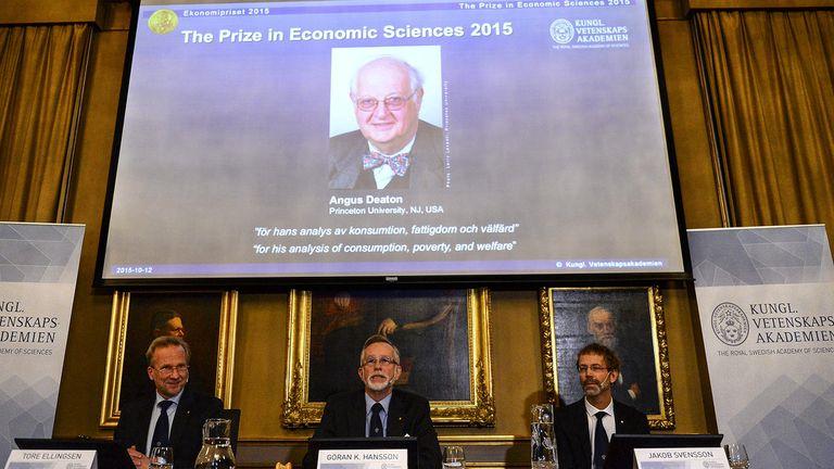 El Nobel fue para, Angus Deaton, el economista que acercó la economía al pueblo