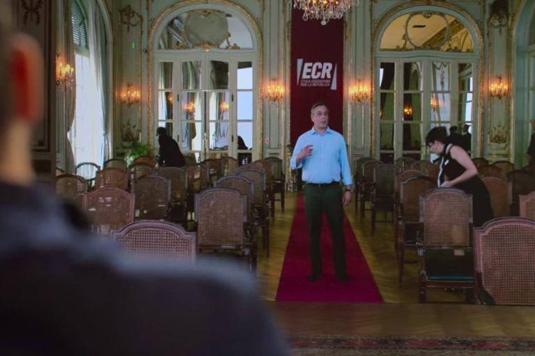 Los preparativos del último acto de campaña del pastor Emilio, en un salón del Alvear Palace Hotel