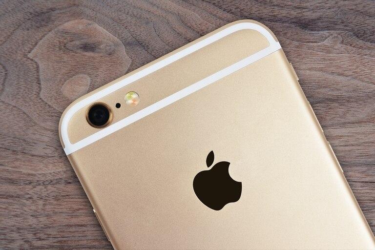 La multa responde a una demanda iniciada luego de que la compañía confirmó que reducía la velocidad el procesador cuando la batería del iPhone 6 o 7 envejecía