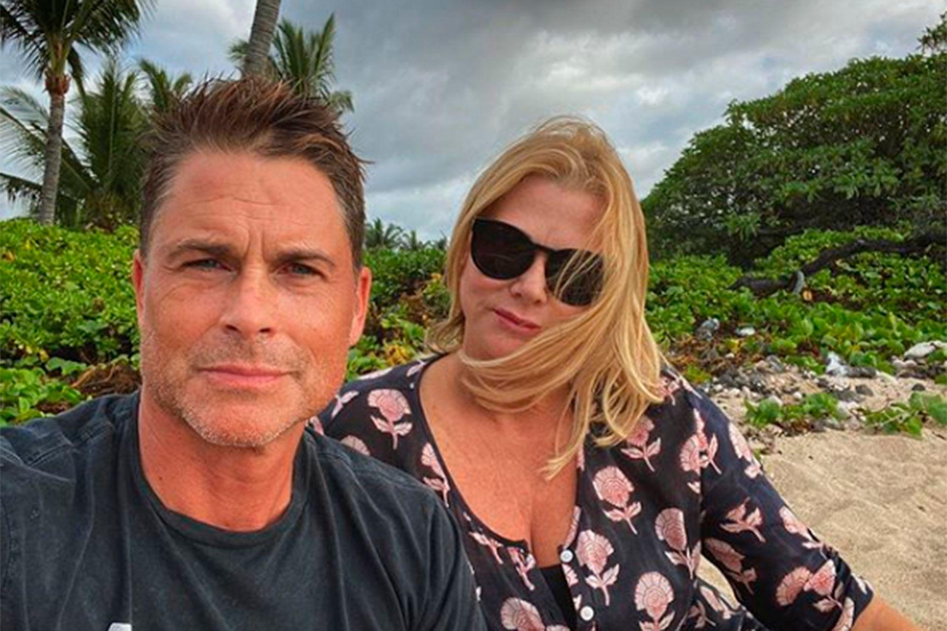 Robe Lowe y su esposa, Sheryl Berkoff, esperaran el nuevo año también en la playa, más precisamente en Hawaii