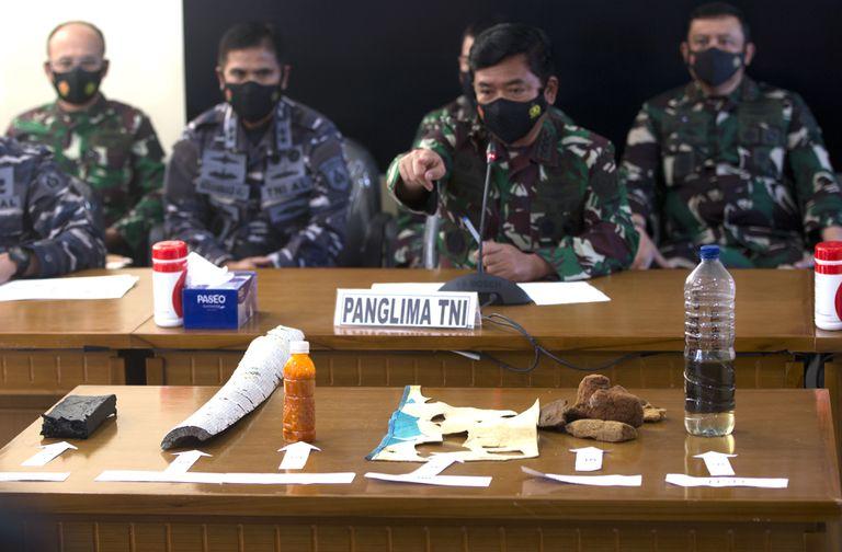 Indonesia: encuentran restos del submarino desaparecido y lo consideran hundido