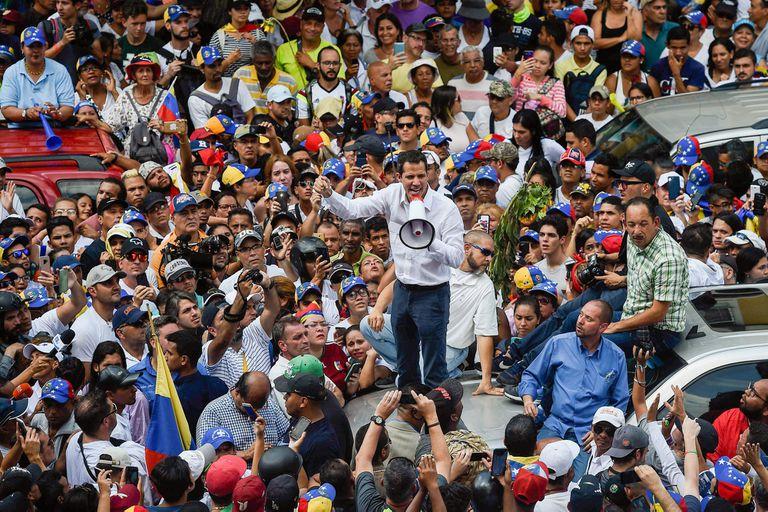 El líder de la oposición venezolana, Juan Guaidó, en 2019, durante masivas protestas contra el gobierno de Nicolás Maduro