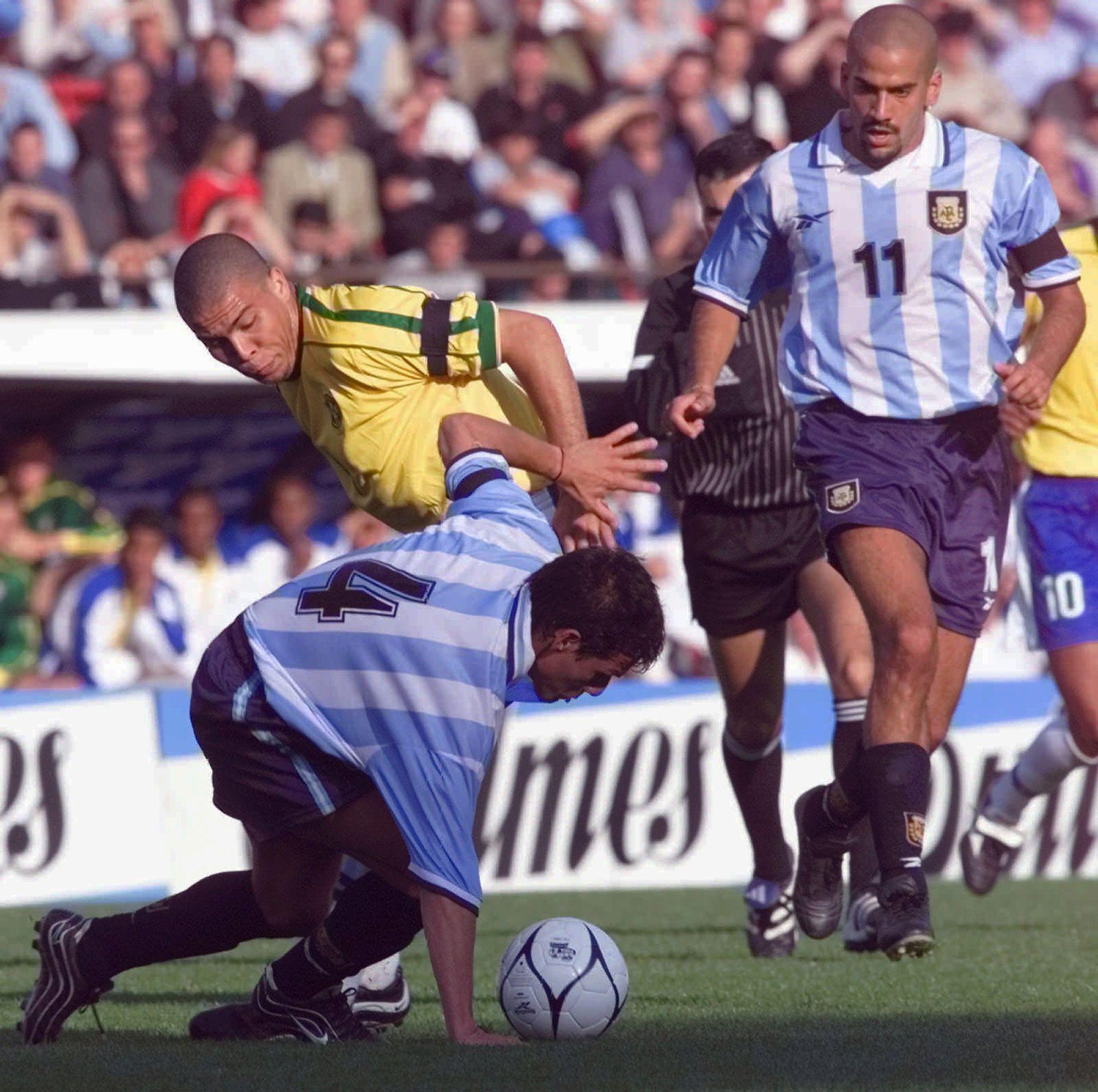 Ronaldo (4 de septiembre de 1999): cuando jugaba eclipsaba a todos los demás en la cancha; aún en la época de gloria de Brasil, cuando compartía cartel con Ronaldinho y Rivaldo; tres años después alcanzó la cima como el mejor jugador del mundo y goleador de Corea/Japón