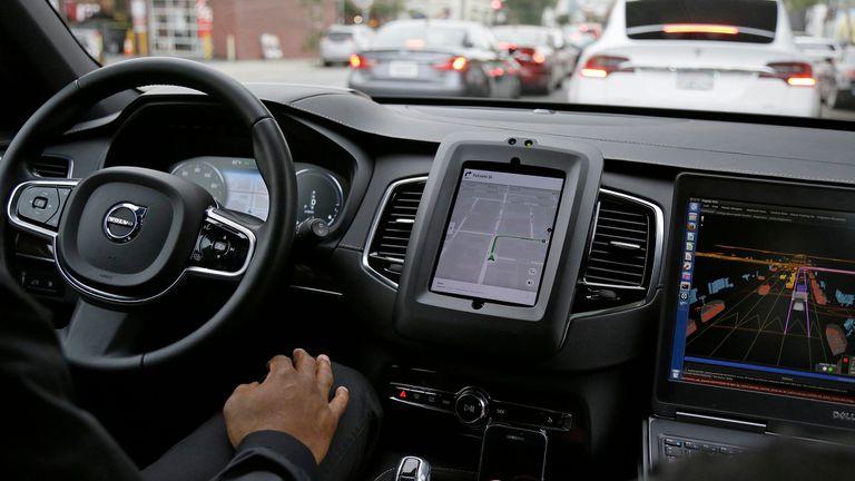 Uber comenzó a probar sus autos autónomos en San Francisco