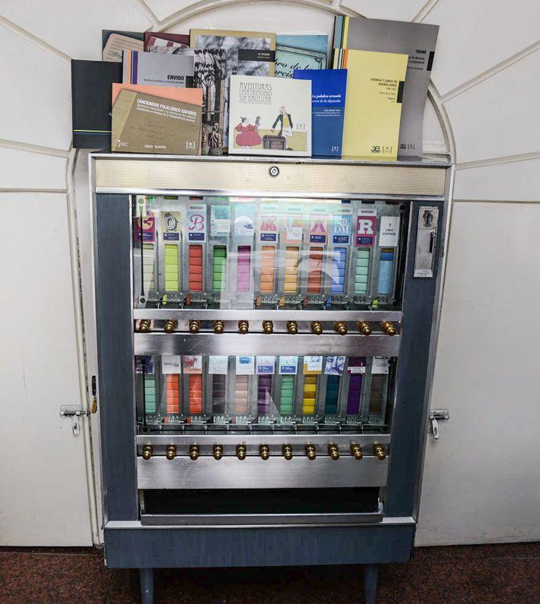 Máquina expendedora de libros en miniatura