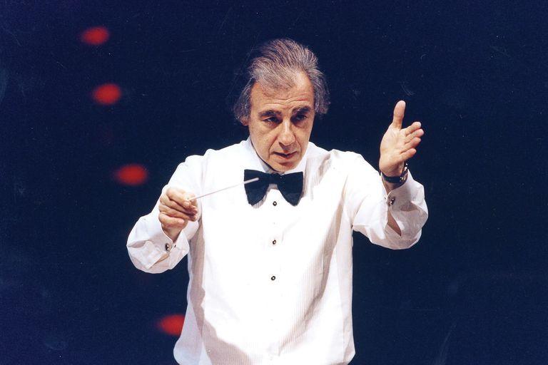 Batuta en mano, la dirección de orquestas ha sido una de sus grandes pasiones