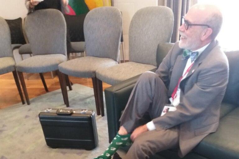 David Usher se calzó las medias previo a su encuentro con el ministro Faurie
