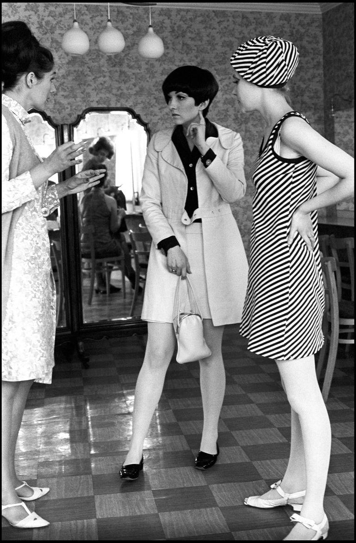 """Londres dedica una retrospectiva a la creadora de la minifalda, considerada """"la diseñadora que liberó a las mujeres británicas"""". La muestra, en el Victoria Albert Museum, cuenta con el aporte de 800 personas que han vestido prendas suyas."""