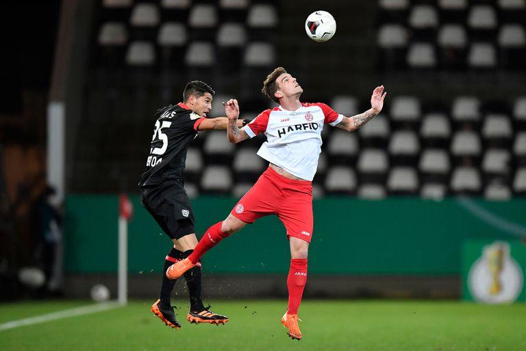 Palacios: el regreso, una tarjeta amarilla y la dura eliminación de Leverkusen