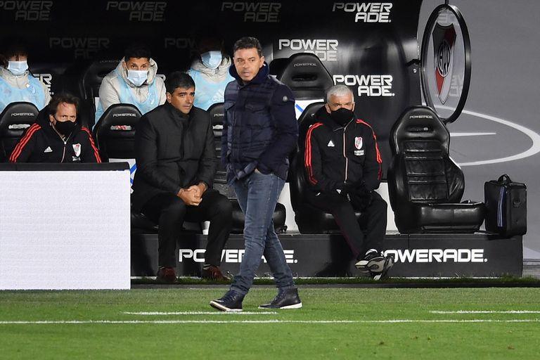 Escena del partido que disputan River Plate y Colón de Santa Fe por el Torneo 2021 de Primera.