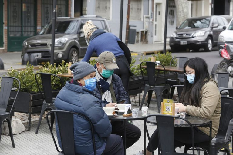 Los bares de Palermo vuelven a sacar sus mesas a la vereda