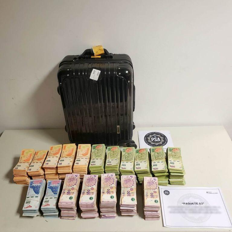 Secuestro de más de 6 millones de pesos y 500 dólares que estaban ocultos en el equipaje de una mujer que iba a abordar en el Aeroparque metropolitano un vuelo a Salta