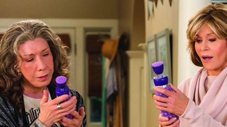 Grace and Frankie, la serie en la que las protagonistas fundan una compañía de vibradores para mujeres mayores con problemas de movilidad.