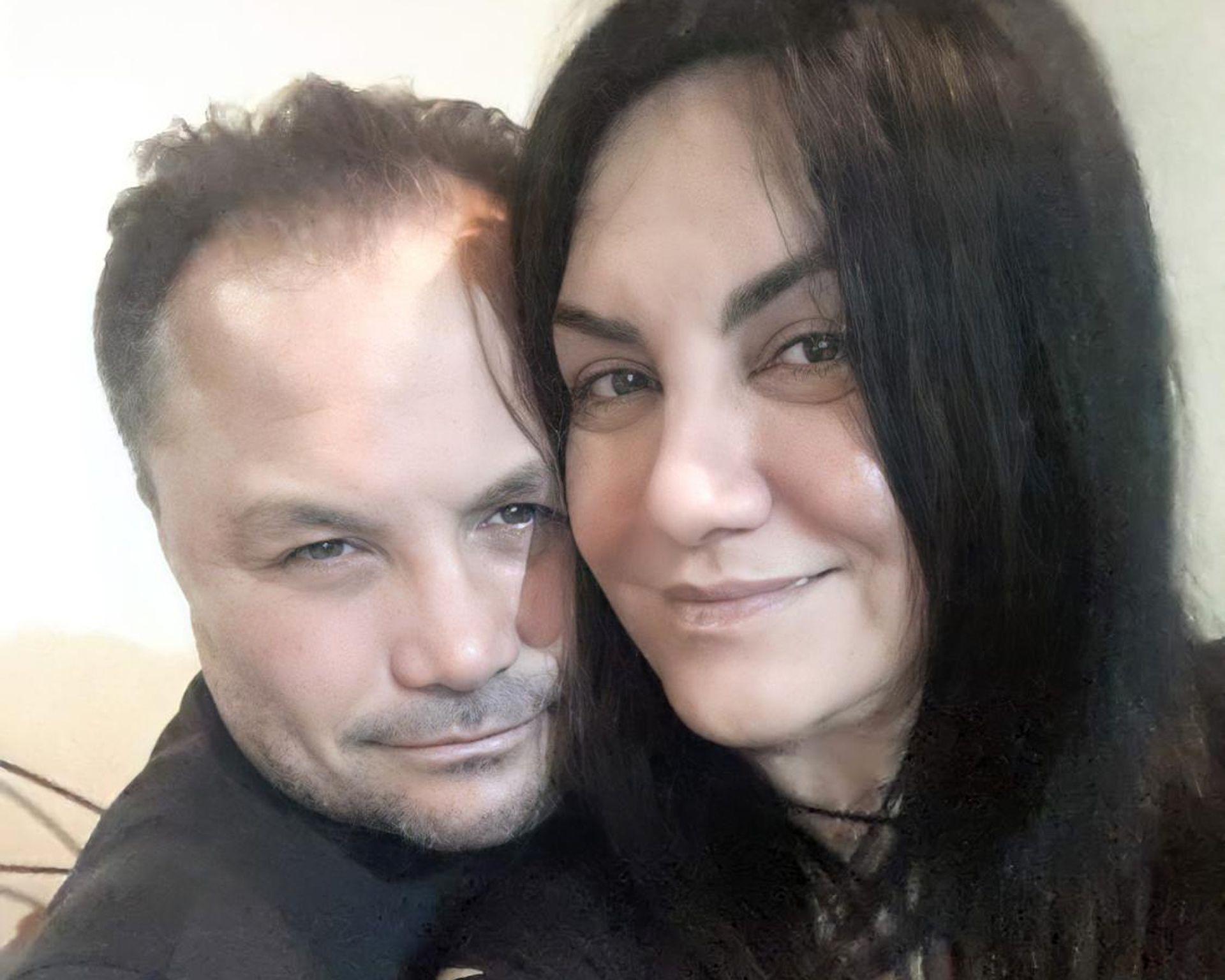 Julio le propuso a Mónica casarse un día que pasaron por la puerta de un Registro Civil