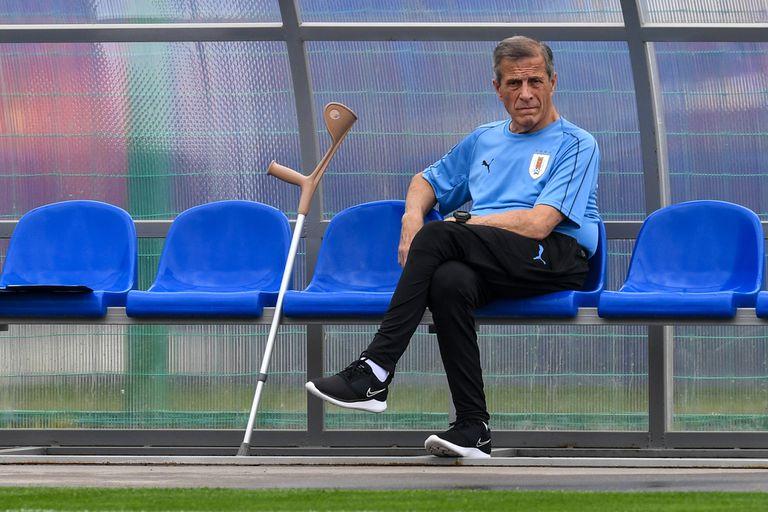 El DT Oscar Washington Tabárez, de 74 años, acumula 212 partidos al frente de la selección uruguaya.