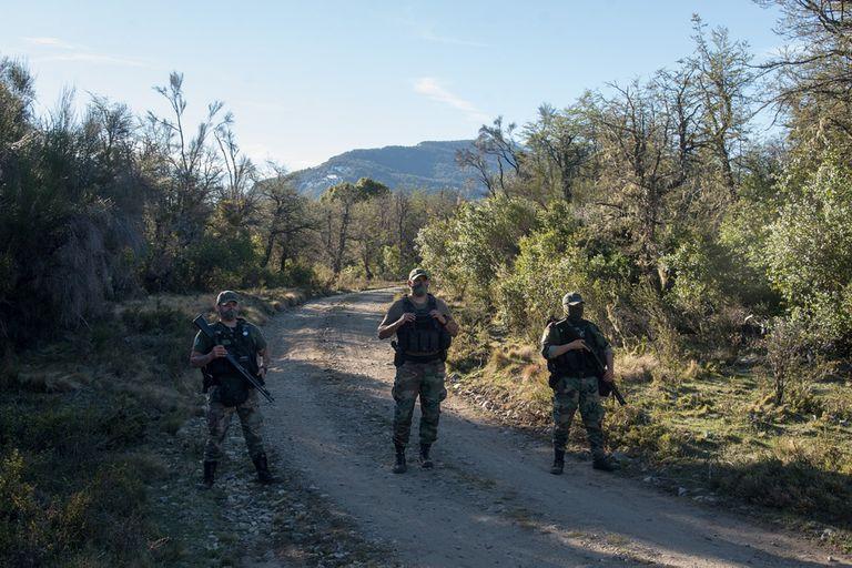 Río Negro. Ordenan la detención de mapuches que tienen cercada a una familia
