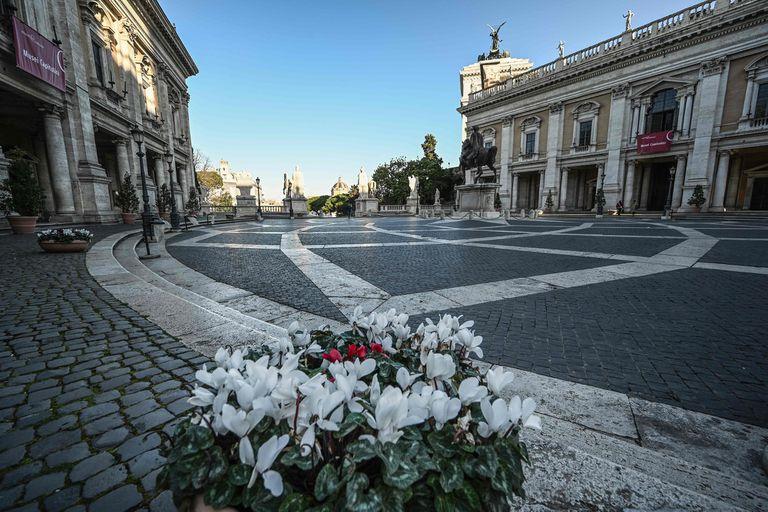Plaza Venecia, vacía por efecto del Coronavirus.