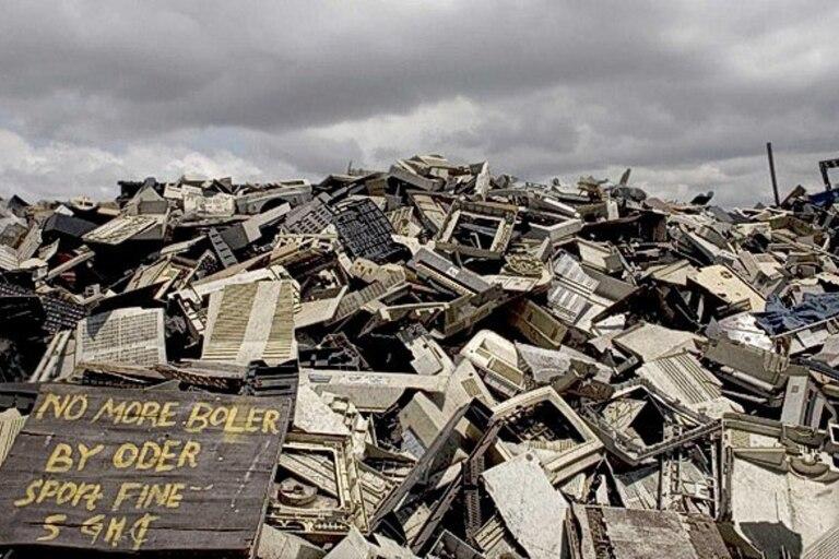 Los minerales de la basura electrónica contaminan la tierra y los ríos y acaban en el mar