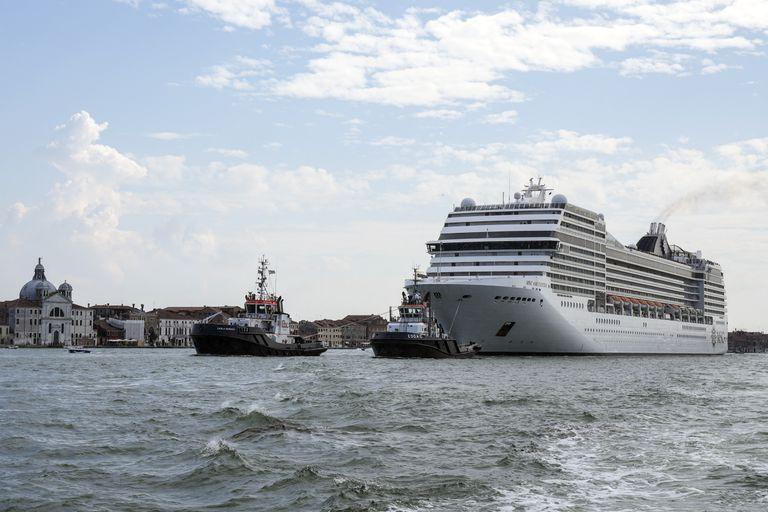 El crucero MSC Orchestra se va de Venecia, Italia, el 5 de junio de 2021. (AP Foto/Antonio Calanni, file)