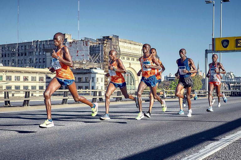 Una imagen habitual: atletas africanos dominando las calles de Buenos Aires.