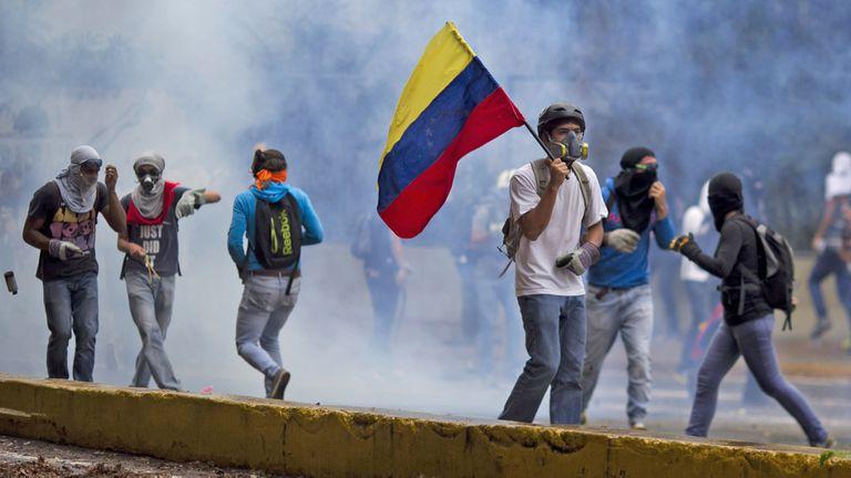 La maniobra de Nicolás Maduro para allanar su reelección y bloquear a la oposición