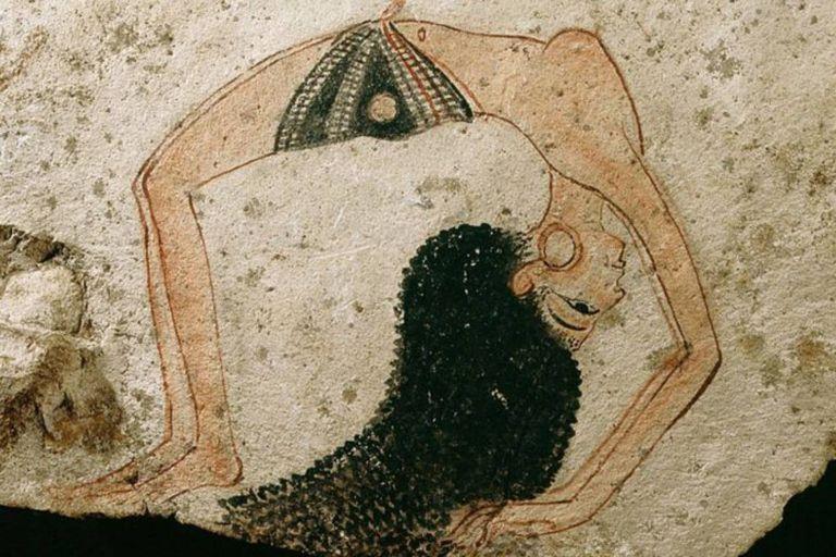 Calma tu corazón latiente... Una bailarina acrobática en una elegante pose en una ostraca, fragmentos que los artistas usaban para hacer bocetos o grafitis; Egipto, la XVIII dinastía del Antiguo Egipto, c 1280 a.C.