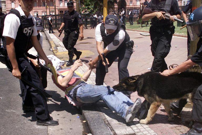 Enfrentamientos entre los manifestantes y la policía dejaron como saldo vario muertos y cientos de detenidos