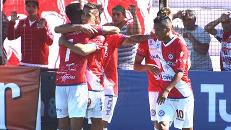 Argentinos ganó en Paraná y sigue líder